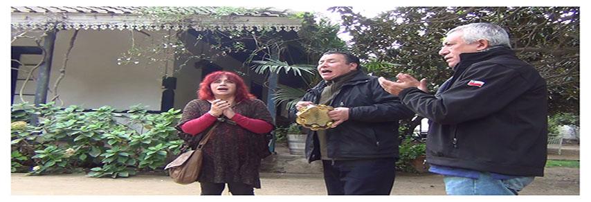 Luis Castro G., Carlos Godoy H. en la casa patronal de los Carrera hoy Viña Doña Javiera.